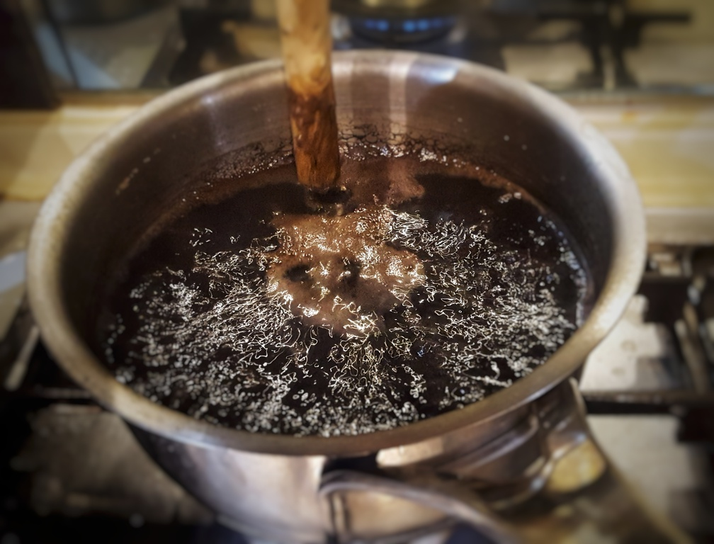 boiling rice making Cocoa black rice pudding